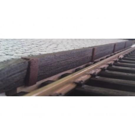 Bahnsteigkante Holzschwellen